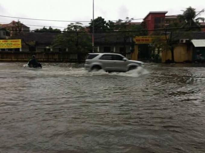 Nhiều tuyến phố tạ TP Thanh Hóa liên tục ngập lụt