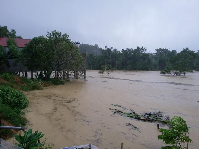 Lũ lên cao gây chia cắt tại thị trấn và các xã lân cận thuộc huyện Lang Chánh (Thanh Hóa)
