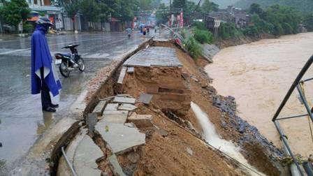 Sạt lở ven sông Lò, huyện Quan Sơn