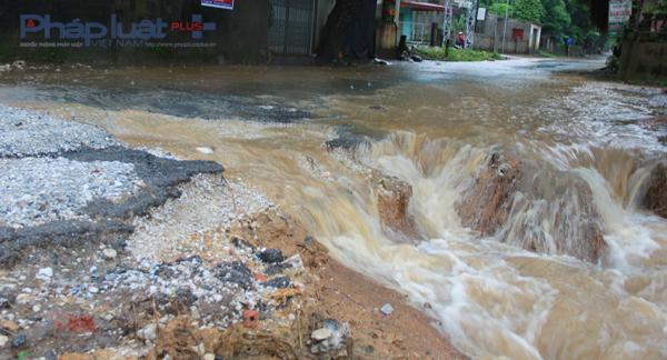 Quốc lộ 217 đoạn qua huyện Hà Trung, Thanh Hóa. (Ảnh: Anh Thắng)