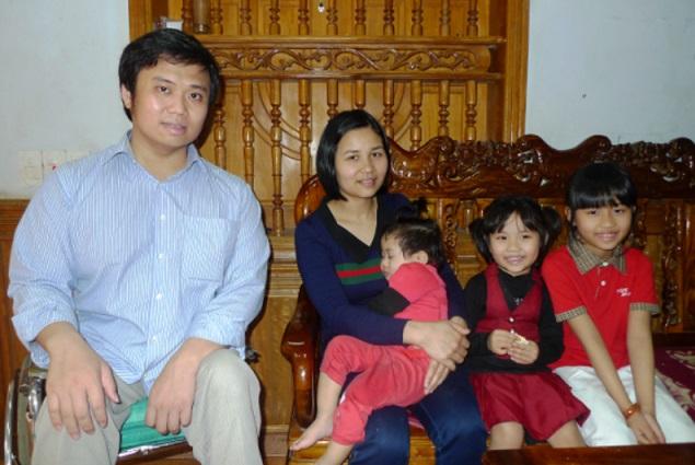 Gia đình đầm ấm của thầy giáo Lê Hữu Tuấn.