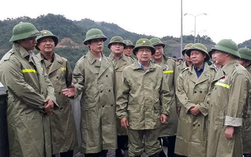 Phó Thủ tướng Trịnh Đình Dũng và lãnh đạo tỉnh Thanh Hóa kiểm tra công tác xả lũ tại Hồ Cửa Đặt