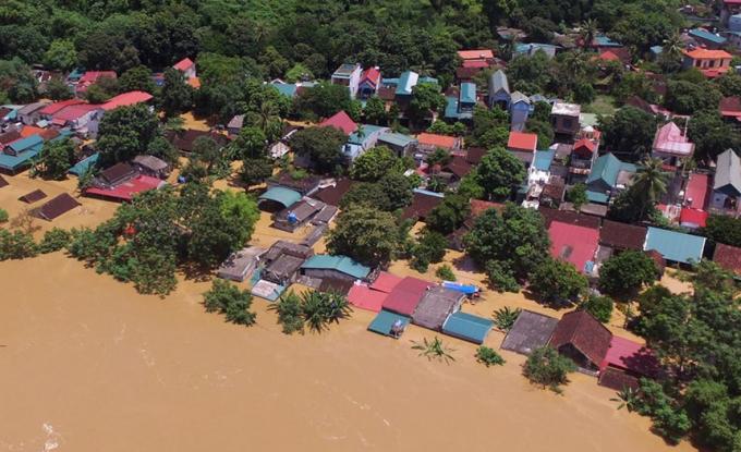 Hàng ngàn căn nhà ngập chìm trong đỉnh lũ sông Mã cao nhất lịch sử. (Ảnh: Lê Ngọt)