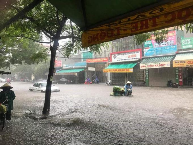 Thanh Hóa: Sau trận mưa lớn, đường phố ngập lụt