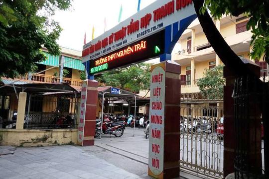 Trường THPT Nguyễn Trãi buộc phải thu hồi quyết định kỷ luật để ban hành quyết định mới, do áp dụng sai Thông tư 08 của Bộ GD-ĐT