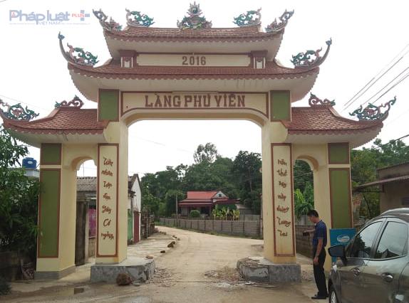 Cổng làng Phú Viên, xã Trường Minh, huyện Nông Cống bị nhóm côn đồ đập phá bệ bê tông. (Ảnh: N.Hòa)