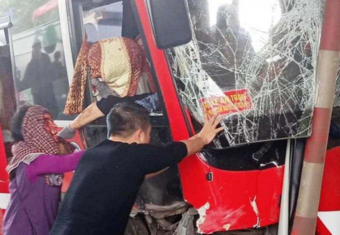 xe khach dam tram thu phi