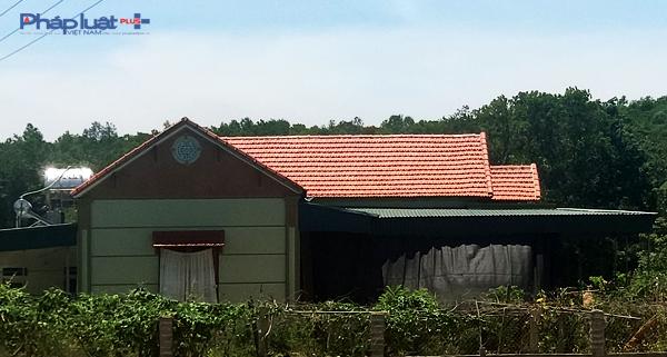 Căn nhà của hộ Lê Anh Tuấn, (con trai ông Lê Hồng Tư, Ban Công tác mặt trận thôn Trịnh Điện) cũng lọt vào hộ cận nghèo.