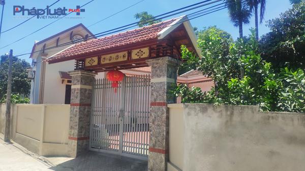 Căn nhà khang trang của gia đình cô giáo Lê Thị Anh, có chồng làm sĩ quan quân đội. (Ảnh: A.Thắng)