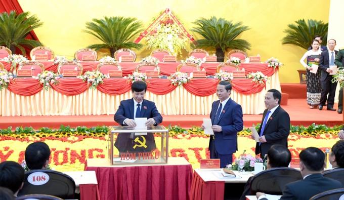 Ban Chấp hành Đảng bộ tỉnh Thanh Hoá khoá XIX thực hiện quy trình bầu Ban Thường vụ, Bí thư, các Phó Bí thư, Uỷ ban Kiểm tra và Chủ nhiệm Uỷ ban Kiểm tra Tỉnh uỷ với sự đồng thuận, nhất trí cao.