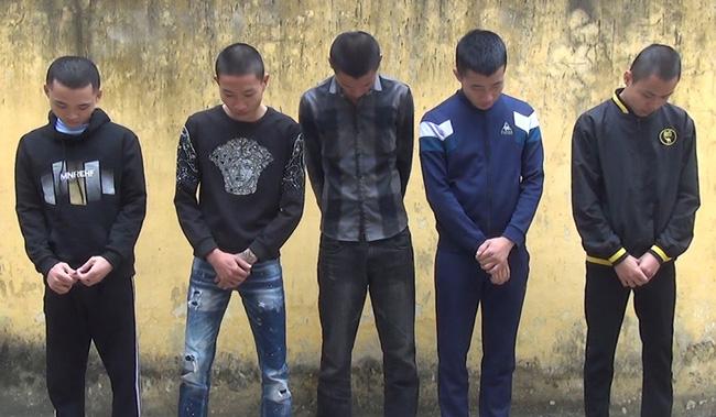 5 thanh niên dùng ma túy ngoài đồng đã bị bắt, khởi tố bị can. (Ảnh: Công an Thanh Hóa)