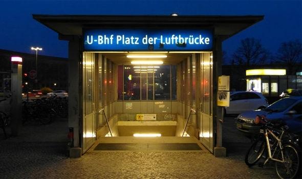 Bí mật được tìm thấy dưới đường hầm ở ga Luftbrücke (Ảnh: NC)