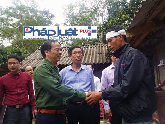 Ông Hoàng Xuân Nguyên, Phó Chủ tịch UBND tỉnh Yên Bái đến thăm hỏi, động viên