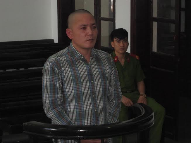 Bị cáo Nguyễn Công Trạng trước vành móng ngựa.