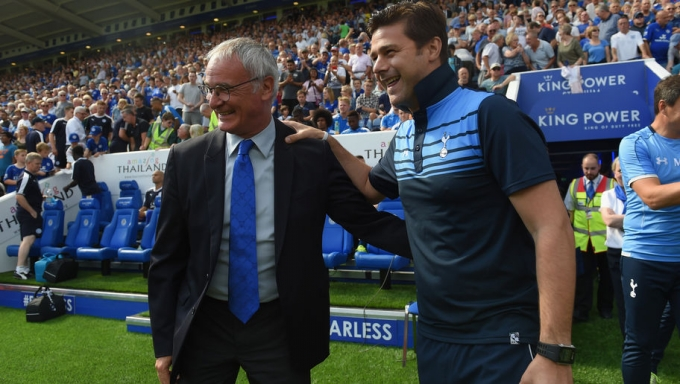 HLV Ranieri (bên trái) đang rất thành công với Leicester City