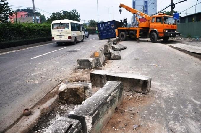 """TP Hồ Chí Minh: Hiện trường vụ xe container gây """"náo loạn"""" Quốc lộ"""