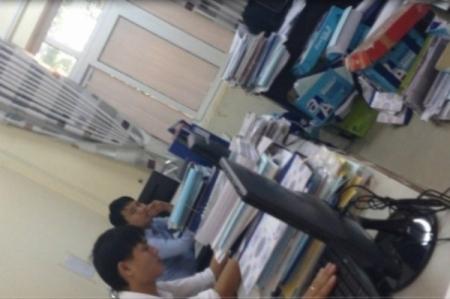 Cán bộ Phòng QLĐT Thị xã Phúc Yên trả lời PV:
