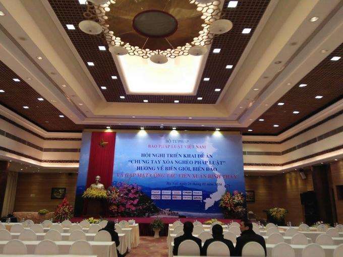 Hội trường Trung tâm Hội nghị Quốc tế tại số 11 Lê Hồng Phong diễn ra buổ giao lưu gặp mặt cộng tác viên xuân Bính Thân do Pháp luật Việt Nam tổ chức.