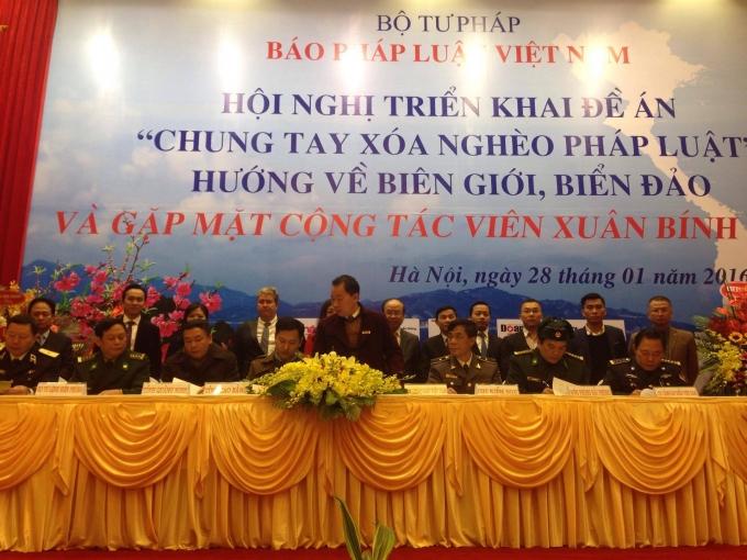 Lễ ký kết hợp tác giữa báo Pháp luật Việt Nam và các đối tác.