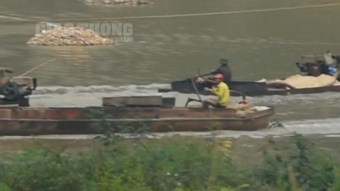 Thi nhau quần thảo dòng sông Lục Nam.