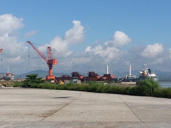 Khu vực cảng của Công ty Hoài Nam.