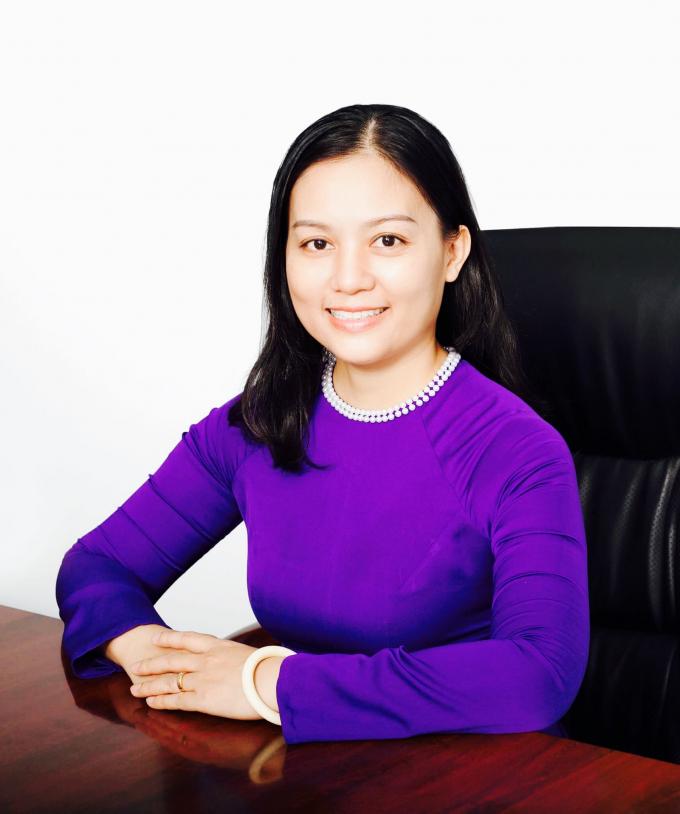 Cô hiệu trưởng Phan Thị Hương Giang.