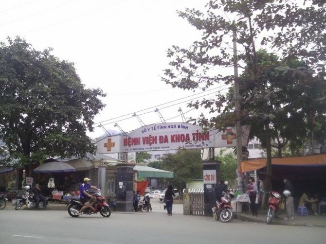 Bệnh viện đa khoa tỉnh Hòa Bình nơi xảy ra sự việc.