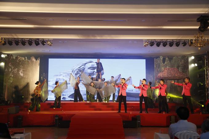 """Chương trình nghệ thuật """"Tháng 7 tri ân"""" cùng nhiều hoạt động có ý nghĩa báo đáp, biết ơn các anh hùng liệt sĩ, Mẹ Việt Nam anh hùng, người có công với cách mạng trên địa bàn tỉnh."""