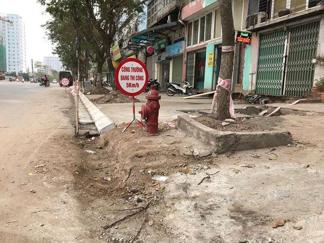 Người dân Thủ đô rất bức xúc trước việc vỉa hè bị đào bới và thay mới liên tục gây nhếch nhác cho Thủ đô.