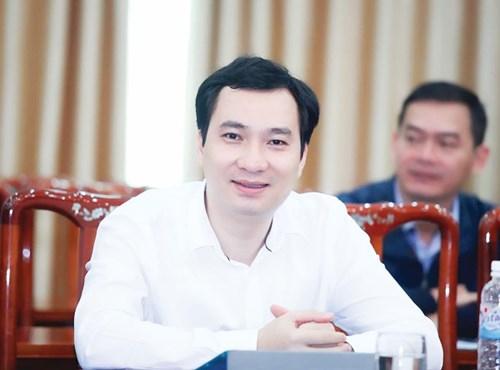 Nhà báo Vũ Văn Tiến, Ủy viên Ủy ban Trung ương Mặt trận Tổ quốc Việt Nam, Tổng Biên tập Tạp chí Mặt trận.