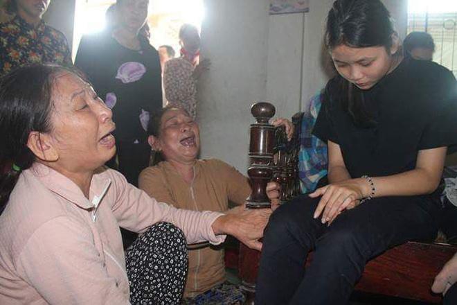 Nước mắt ngập tràn thôn Lương Điền. Họ khóc vì không thể kìm nén được nỗi đau quá lớn.