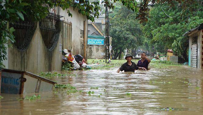 Nhà dân ở Thanh Hóa bị ngập sâu. ẢNH: MINH HẢI