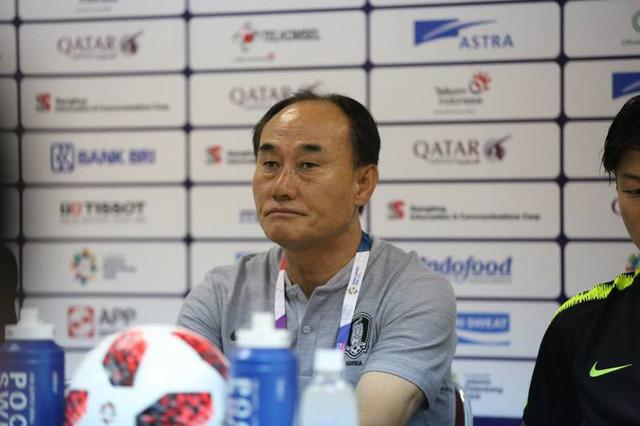 HLV Kim Hak Bum của Hàn Quốc hài lòng sau chiến thắng trước Olympic Việt Nam.