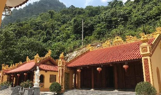Ngôi đình, chùa Bản Ná ở Xóm Xuyên Sơn được Công ty CP Đầu tư xây dựng và khai thác khoáng sản Thăng Long phát tâm công đức tư sửa, nâng cấp, bảo tồn để người dân nơi đây có nơi thờ tự.