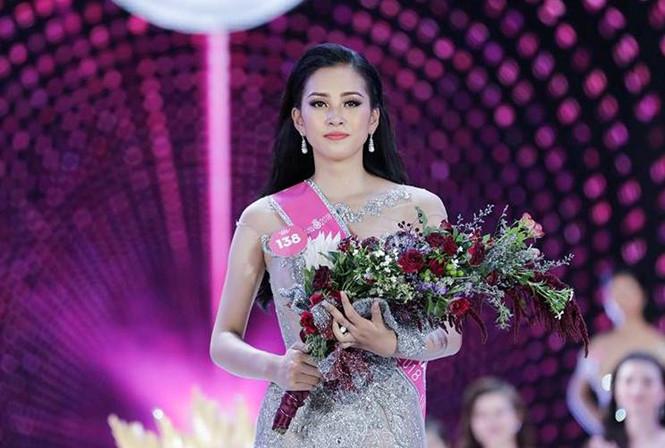 Trần Tiểu Vy cho biết hiện tại cô đang bị mất tài khoản Facebook và các nick mang tên cô đều là giả mạo  ẢNH: BTC