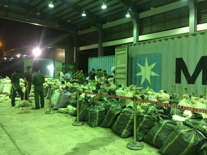 6 tấn vảy tê tê cũng bị thu giữ củaCông ty TNHH Thiên Trường Sử (Xóm Đoàn Kết, xã Nghĩa Xuân, huyện Quỳ Hợp, Nghệ An).