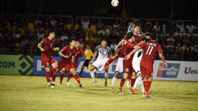 Cầu thủ Philippines phải bay 20 tiếng để sang Việt Nam đá trận bán kết lượt về AFF Cup 2018.