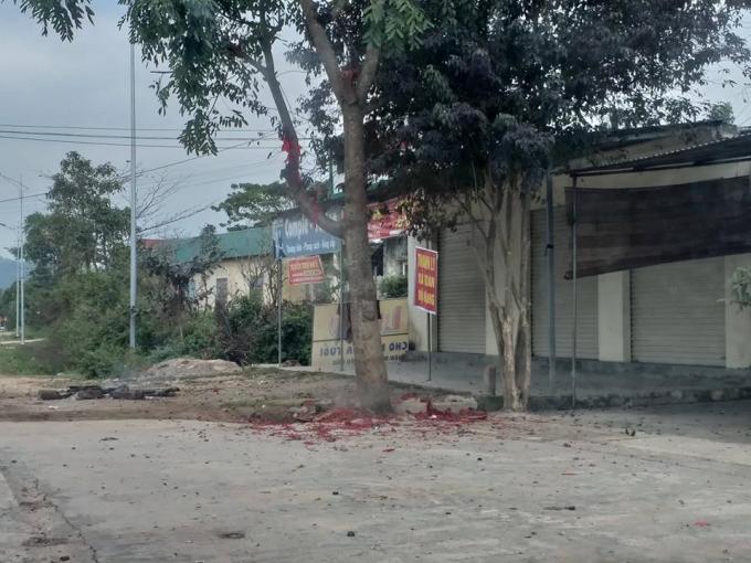 Việc đốt pháo vào đêm giao thừa tại Nghệ An vẫn diễn ra ngang nhiên.