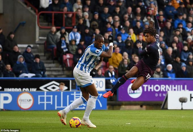 Huddersfield 1-2 Arsenal: Chiến thắng nhọc nhằn của
