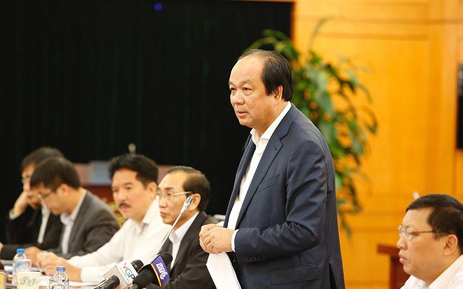 Tổ trưởng Tổ công tác Mai Tiến Dũng phát biểu tại một cuộc kiểm tra.