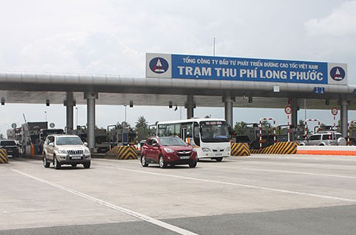 Việc VECE đề xuất từ chối phục vụ 2 xe ô tô trên đường cao tốc khiến dư luận dậy sóng.