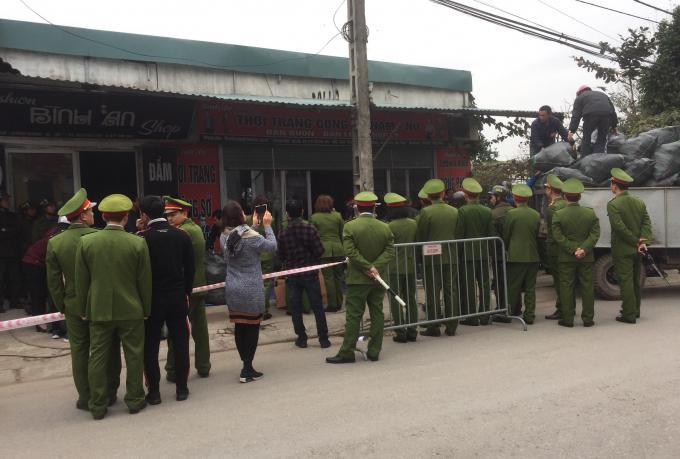 Lực lượng công an được huy động rất đông để tổ chức cưỡng chế.