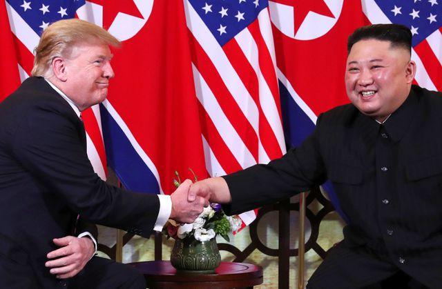 Bữa tối kết thúc, Tổng thống Mỹ Donald Trump và Chủ tịch Triều Tiên Kim Jong-un trở về khách sạn