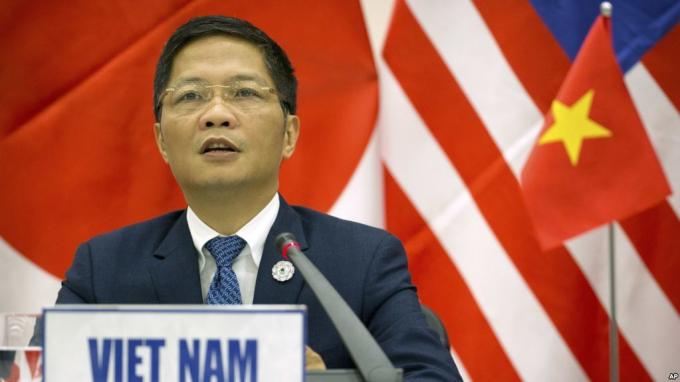Bộ trưởng Công Thương đã xin lỗi vì vụ xe biển xanh đón người nhà.