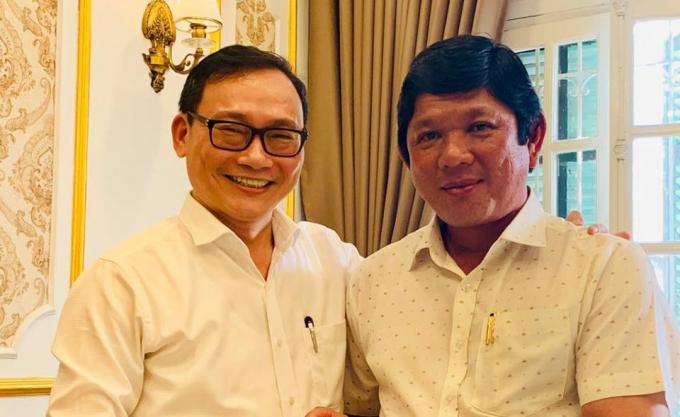Ông Trịnh Minh Phúc (phải) và nhà biên kịch Đào Trung Hiếu.