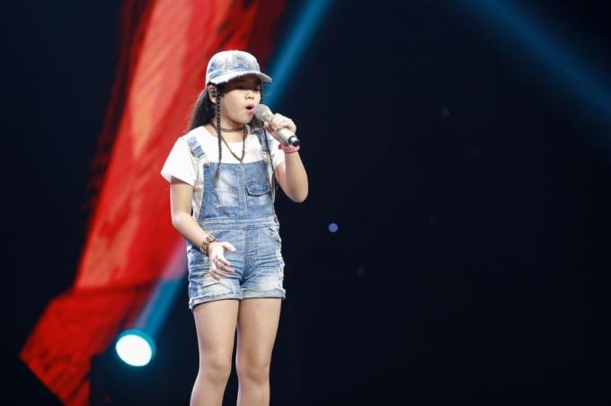 Nguyễn Thị Như Quỳnh thể hiện ca khúc