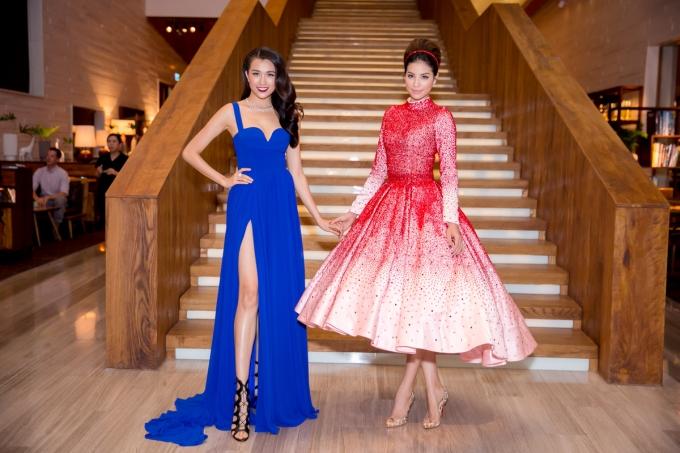 Nếu Phạm Hương nổi bật với bộ váy đỏ cộng với mái tóc được búi cầu kỳ thì Lệ Hằng lại trung thành với mốt thời trang sexy và gợi cảm. Vẻ đẹp của nhan sắc đất Đà thành ngày càng được đánh giá cao.