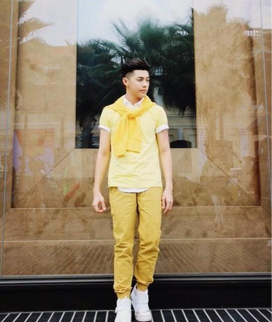 Street style nguyên cây vàng chanh của Noo Phước Thịnh.