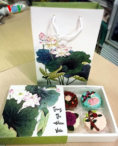 Hộp đựng bánh phong phú từ loại sang trọng dùng để biếu tặng đến những hộp bánh in hình hoạt hình ngộ nghĩnh như Hello Kity, gấu Pooth…