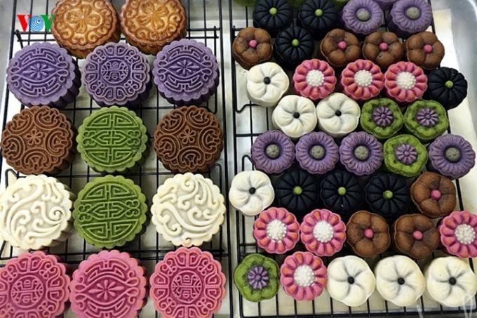 Bánh được rao bán sôi động trên các trang web, mạng xã hội từ bánh thành phẩm cho đến nguyên liệu làm bánh.